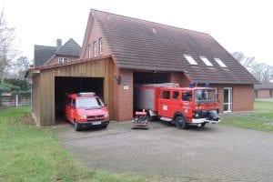 2015_Totale Feuerwehrhaus mit Fahrzeugen